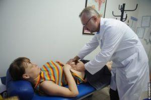 Прогрессирующая боль в животе требует консультации врача